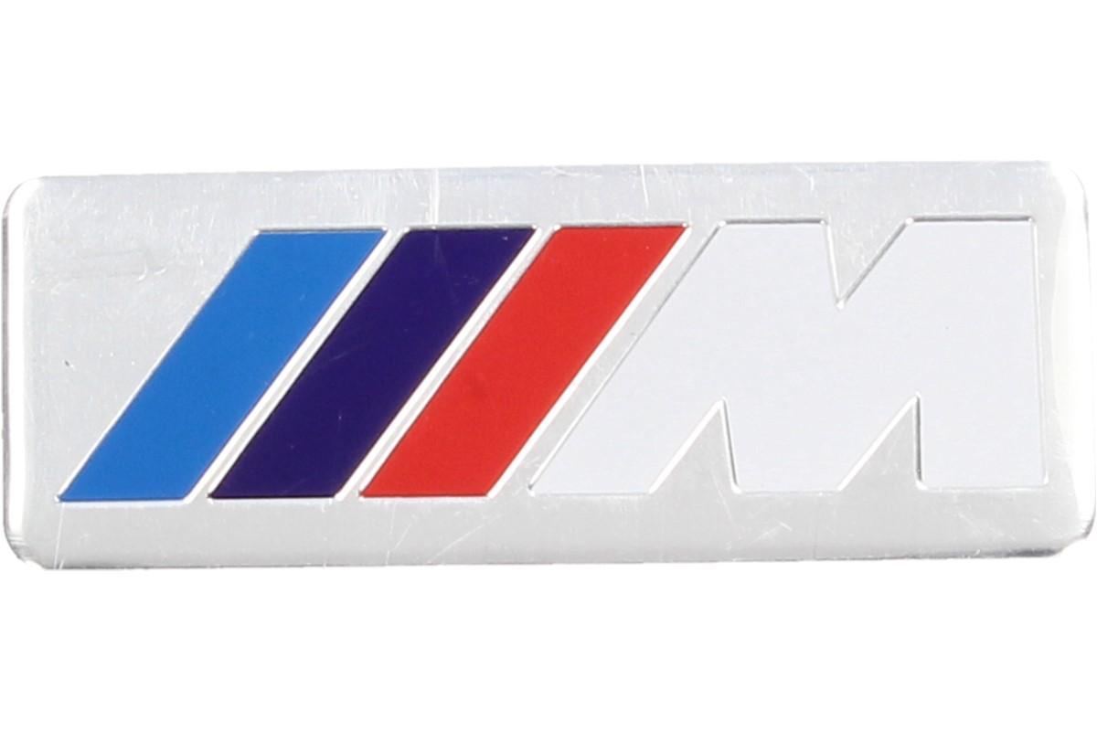 Foto 1 - Kovová samolepka M bílé 3 cm x 8 cm - Kvalitní kovová samolepka pro vylepšení vzhledu vašeho automobilu.