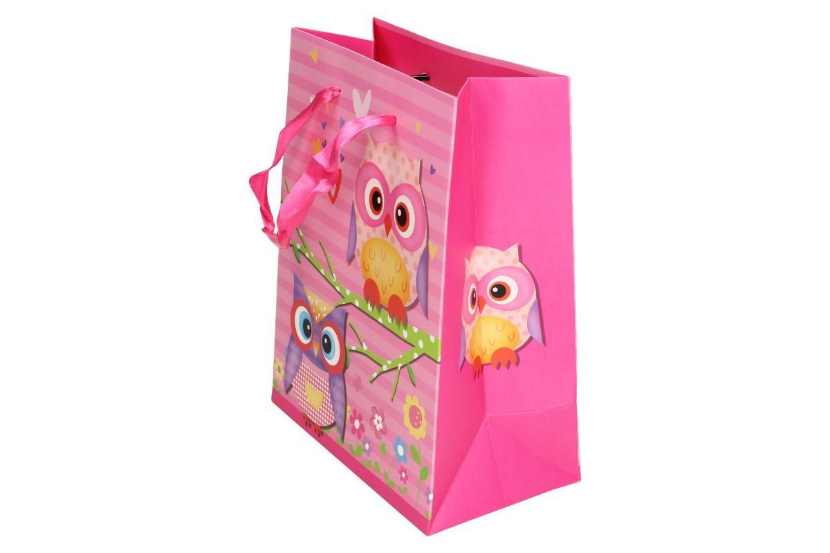 Foto 1 - Dárková taška růžová sova 22x17 cm. Udělejte radost kamarádkám nebo svým dětičkám krásnou, moderní dárkovou taškou s obrázkem barevné sovy. Dárková taška je vhodná na narozeninové párty i oslavy.
