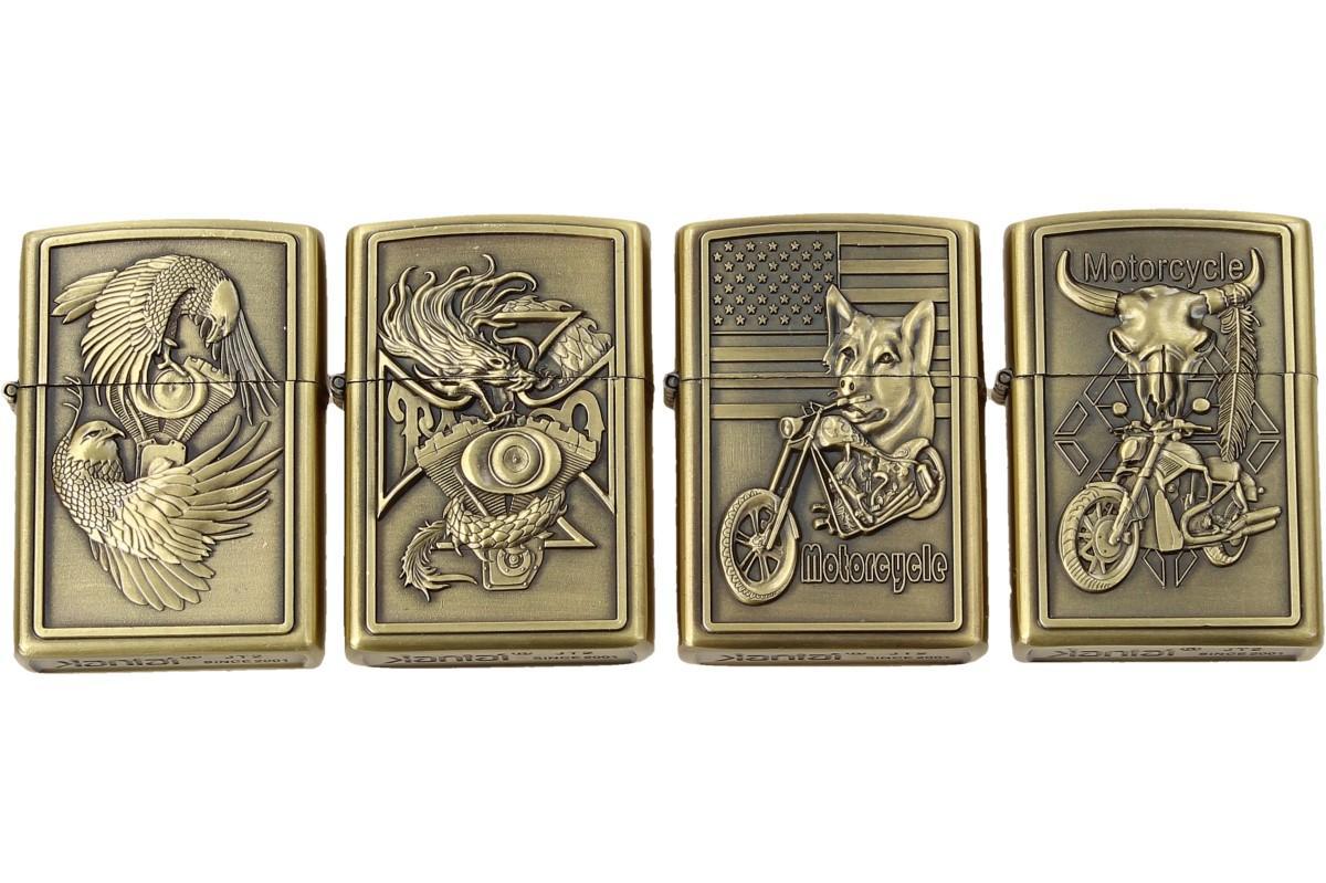 Foto 1 - Zapalovače 4 ks - Motoristické znaky. Tyto zajímavé a originální zapalovače jsou vyrobeny z ušlechtilé oceli s krásnou rytinou. Na zapalovačích jsou vyobrazeny motivy motorek, zvířat a znaků popisující a vystihující motorkářské záliby.