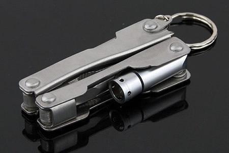 Foto 1 - Mikro kleště s lampičkou 9v1 - vhodné pro nošení u klíčů nebo jen tak v kabelce. Kdykoliv se hodí! Dodáváme zdarma s pouzdrem!