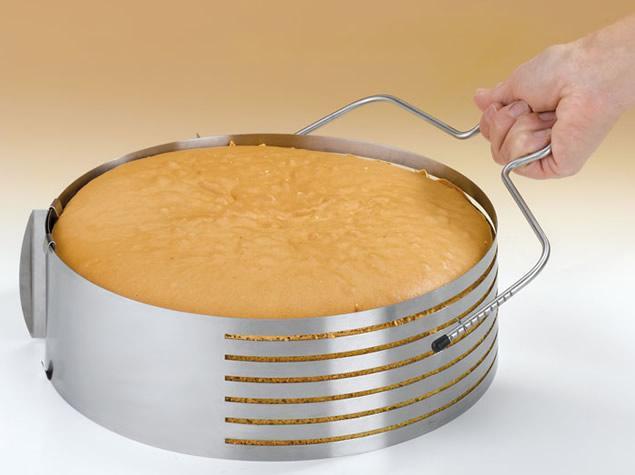 Foto 1 - Kráječ dortů (krájecí struna) - nerez posuvná struna pro krájení korpusu na dort lépe než mnohý cukrářský nůž! Jednoduše zvládne to, co jindy bývalo problém! Nerezová ocel!