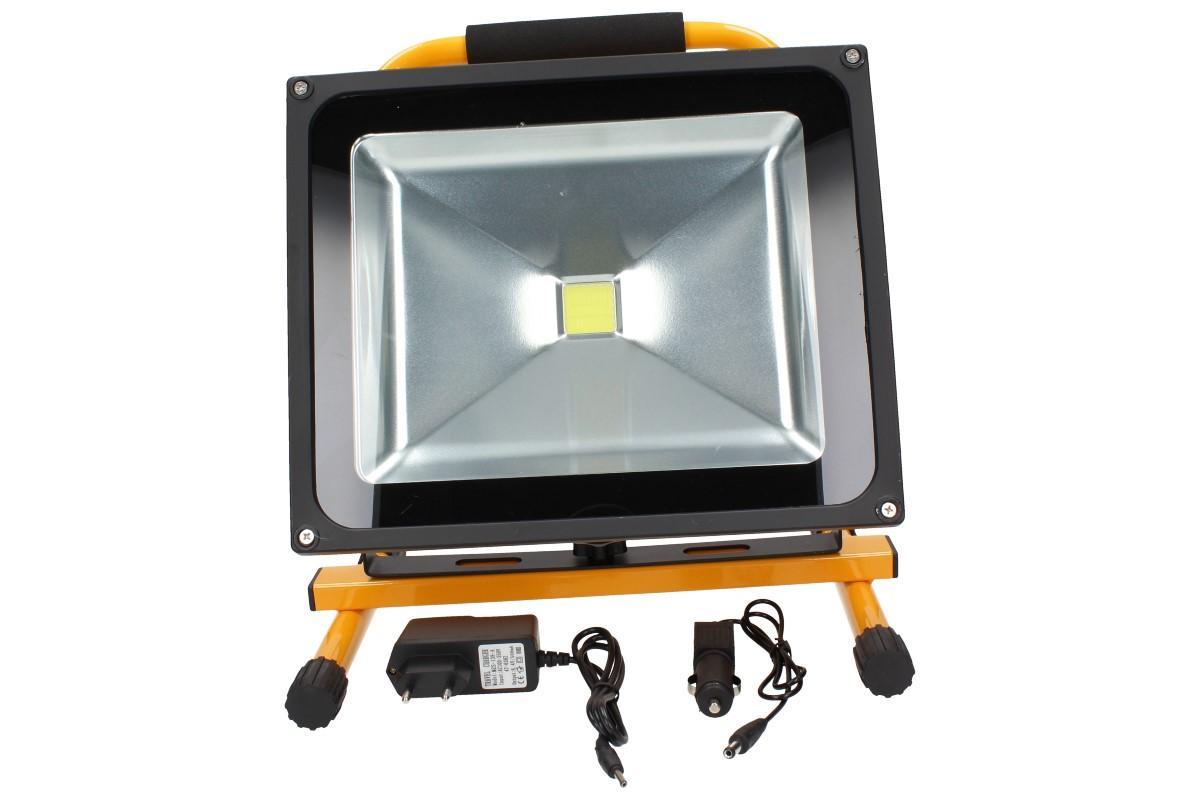 Foto 1 - Přenosný nabíjecí LED reflektor 50W -  můžete využít vždy, když potřebujete světlo a není nablízku el. zásuvka, jehož výkon 50W je již silně dostačující pro jakoukoliv práci