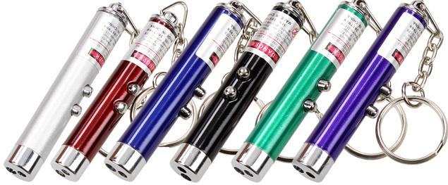 Laserové ukazovátko s baterkou na klíče 2v1
